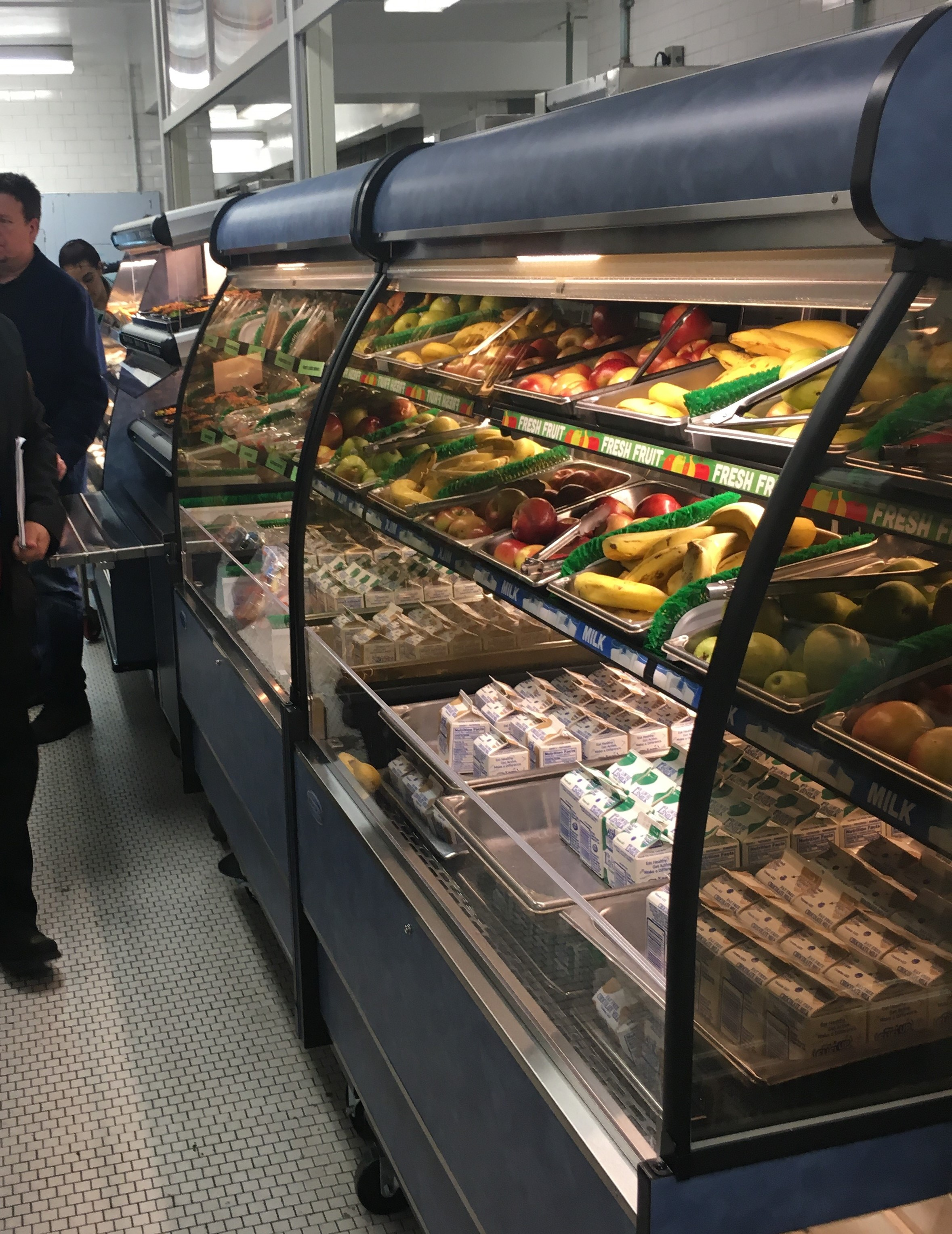 School Refrigerated Self-Serve Merchandiser Continuous line-up 2